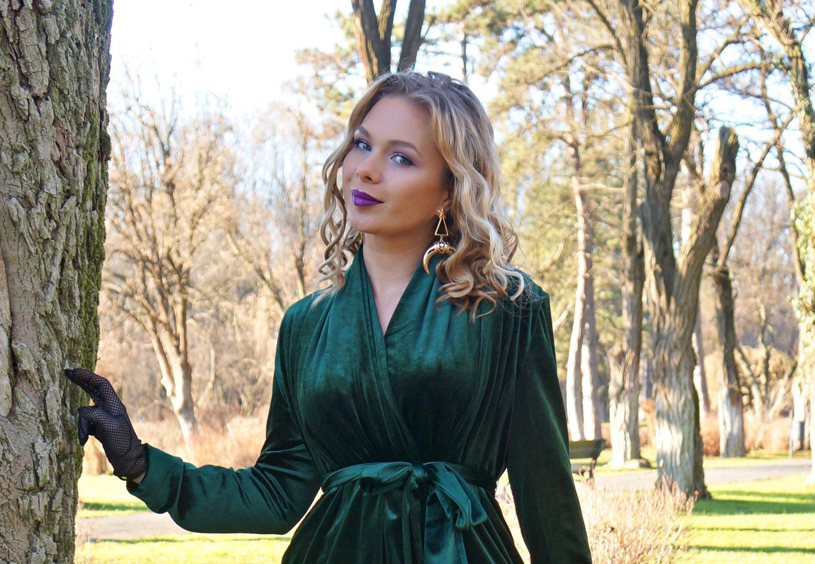 velvet-dark-green-look