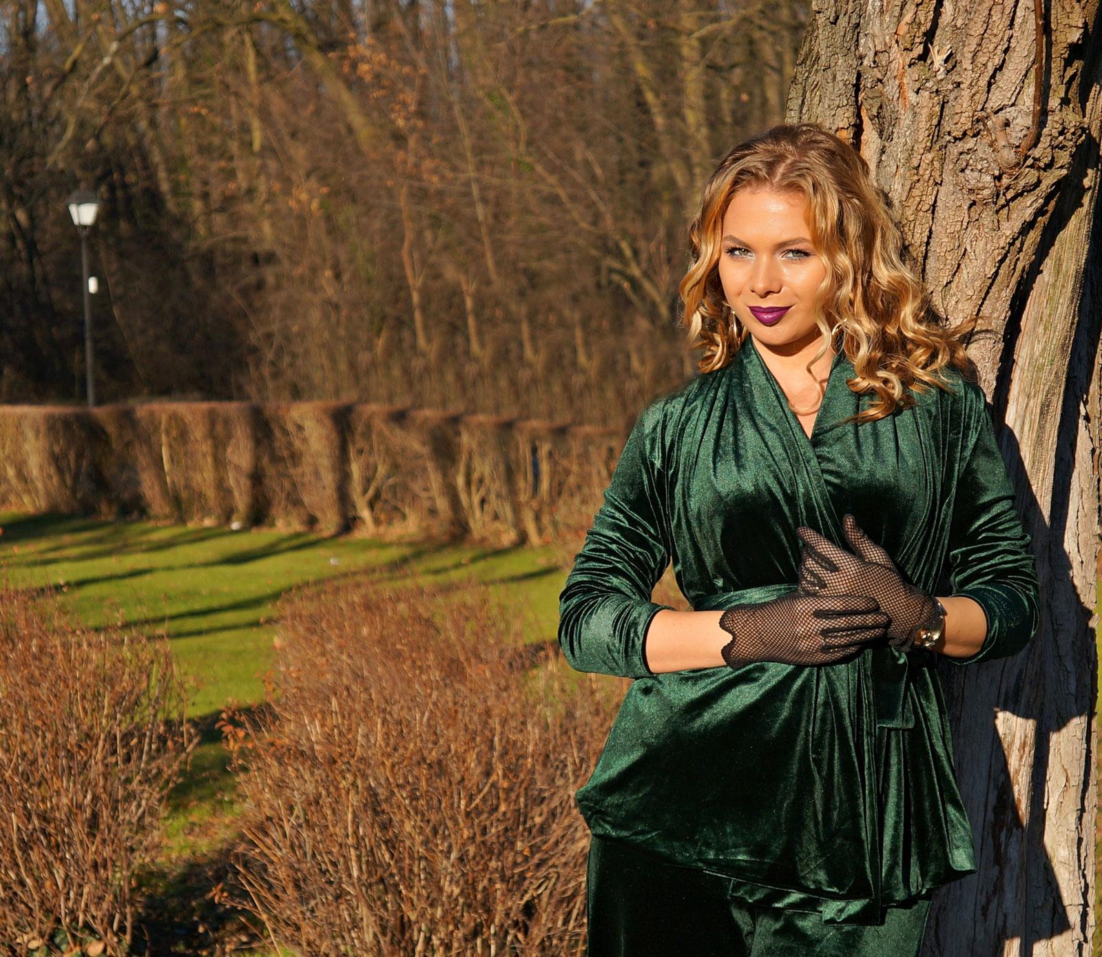 velvet-outfit-dark-green
